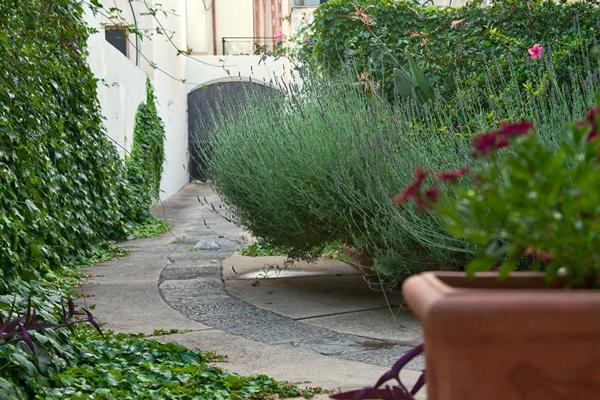 Il giardino nascosto wine bars via g m laggetto otranto